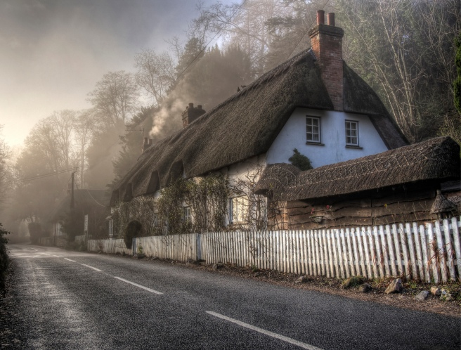 Thatched house in the fog, Wherwell, Hampsire (Neil Howard, Flickr)